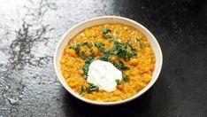 Indisk dal (daal, dahl eller dhal alt ettersom hvor i India man er) er en… Indian Food Recipes, Vegetarian Recipes, Healthy Recipes, Ethnic Recipes, Feel Good Food, I Love Food, Cravings, Food To Make, Food Porn