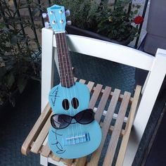 Space Uke is getting ready for @ukewednesdays on @tamesisdock and celebrating National Sunglasses Day. Are you?