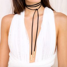 Make sure you go to music festivals in style with our faux suede wrap necklace in black! Length: 151cm