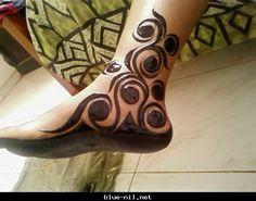 Sudanese style, sadly, in black ppd, not henna, but gorgeous design. Henna Designs Feet, Legs Mehndi Design, Stylish Mehndi Designs, Wedding Mehndi Designs, Beautiful Henna Designs, Best Mehndi Designs, Mehndi Designs For Hands, Henna Tattoo Designs, Heena Design