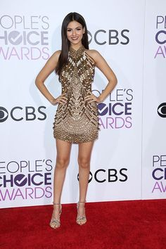 Victoria Justice attends the People's Choice Awards