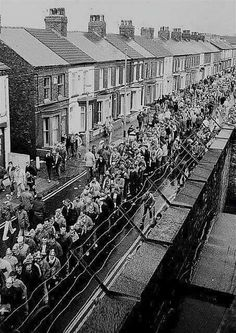 Waiting To Enter Goodison Park. Football Music, Football Fans, Nostalgic Pictures, Sergio Tacchini, Goodison Park, Football Casuals, Liverpool Home, Everton Fc, Forest Hill