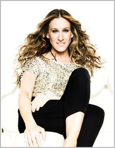 Carefree Carrie is the Queen of devilishly disheveled locks – and we love her for it! Only the most stylish can successfully transform beach hair into tantalizingly tamed tresses. Want to recreate SJP's loveable locks? Here's how…