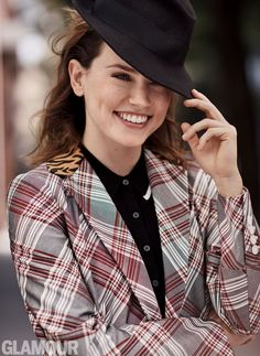 Daisy Ridley making fedoras look cool again - Most Beautiful Girls Daisy Ridley Star Wars, Rey Daisy Ridley, Glamour Uk, Glamour Magazine, Fashion Glamour, Women's Fashion, Winter Fashion, Rey Star Wars, English Actresses