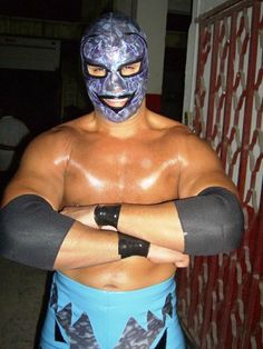 This is luchador Dos Caras, Jr. who you may know better as WWE Superstar Alberto Del Rio!
