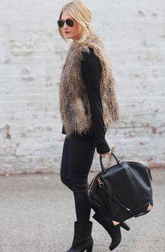 #FurVest tienes que tener el tuyo, en el color que decidas se ve bien con jeans, leggins, vestido, falda, para un look casual o formal. Tu decides la textura y si es de piel o sintético.
