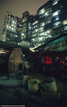 MTL Writer, daydreamer and resident cyberpunk. The brain that collates this visualgasm also assembles words into post-cyberpunk dystopia: my. Kowloon Walled City, Cyberpunk City, Hong Kong, Pics Art, Slums, Shadowrun, Environment Design, Future City, Architecture