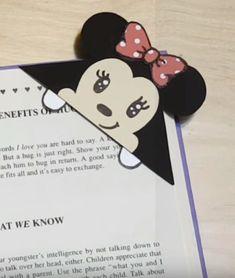 DIY Disney Minnie Mouse Corner Bookmark-DIY Corner Bookmarks - Cute Bookmark Ideas - Learn How To Make Corner Bookmarks Tutorial Included Disney Diy, Disney Crafts For Kids, Diy Crafts For Kids Easy, Diy Projects For Kids, Diy Crafts For Gifts, Kids Crafts, Bookmarks Diy Kids, Disney Bookmarks, Bookmark Craft