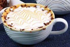 Com doce de leite e calda de caramelo. | Estas receitas de chocolate quente vão te dar vontade de lamber a tela
