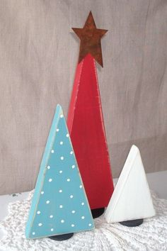 Items similar to Rustic Wooden Christmas Tree Shelf Decoration, Wooden Tree Shelf Ornament, Rustic Red, Moss Green and White Christmas Decor - on Etsy Minimalist Christmas Tree, Modern Christmas, Family Christmas, White Christmas, Christmas Time, Xmas, Shabby Chic Christmas, Christmas Sewing, Diy Christmas Gifts