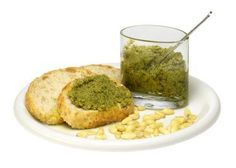 Hey Leute, schonmal euer Pesto selbst gemacht? Es lohnt sich: http://www.starcookers.com/detailse…/recipe/basilikum-pesto/