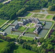 """Schloss Nordkirchen - Germany - It is located in Westphalia, Germany, and was built in It is known as the """"Versailles of Westphalia"""". The castle sits on a rectangular island surrounded by a wide canal. Beautiful Castles, Beautiful Buildings, Beautiful Homes, Beautiful Places, House Beautiful, Mansion Bedroom, Dream Mansion, Germany Castles, House Of Beauty"""