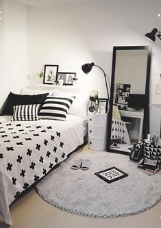 Help and techniques for bedroom decor for teens - This will assist give your room a lot more personality. Use your imagination to ensure that people don't think your very own. Girls Bedroom Colors, Room Ideas Bedroom, Small Room Bedroom, Bedroom Decor, Small Room Design, Home Room Design, Study Room Decor, Aesthetic Bedroom, Aesthetic Dark