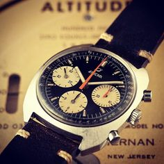 Enicar was one of the first Brands to focus their marketing on Divers, Racing and Pilot watches. After that, In 1960 the racing pilot Stirling Moss promotes an Enicar watches. Jim Clark also wears the Sherpa Graph and the first edition of the Sherpa Graph