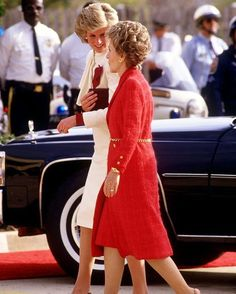 11 November 1985: Princess Diana and US First Lady Nancy Reagan visit the Springfield Drug Rehabilitation Center in Springfield ■ 11 نوفمبر 1985: اﻷميرة ديانا مع السيدة اﻷولى نانسي ريغان، تصلان إلى مصحة سبرينغفيلد لعلاج مدمني المخدرات بمدينة سبرينغفيلد اﻷمريكية ■ #princessdianaforever #humanitarian #princessofwales #princessdiana #gb #hertruestory #kensingtonpalace #uk #thebritishroyalfamily #theroyalfamily #thebritishmonarchy #queenofhearts #instagood #instaroyal #instalike #di #fashionicon…