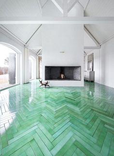 Green Herringbone. Me gusta el piso, y creo que combinaría  bien con el concreto.
