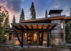 Very few people ever see log homes during their construction stage, but the truth is, they aren't all that hard to build! Mountain Home Exterior, Modern Mountain Home, Mountain House Plans, Mountain Homes, Modern Rustic Homes, Modern Lodge, Family Room Design, Modern House Design, Cabana