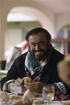 Rendezvous With Luciano Pavarotti On Holiday In His House In Pesaro. Herbert Lom, Jazz Musicians, Opera Singers, Classical Music, Musical, A Good Man, Music Artists, Famous People, The Voice