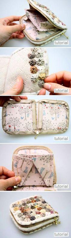 DIY Wallet with yo-yo flowers step-by-step tutorial. http://www.handmadiya.com/2016/01/wallet-with-yo-yo-flowers.html