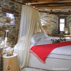 Ο ξενώνας βρίσκεται στο βορειοανατολικό Πήλιο, στην καρδιά του Μουρεσίου, λίγα μέτρα μακριά από την πανέμορφη κεντρική πλατεία του χωριού στην οποία τ