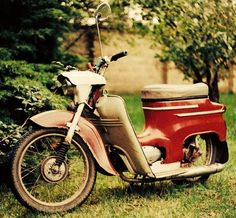 Jawa 50 PionГЅr - 704 x 02 out of 8 Moto Jawa, Old Motorcycles, Motor Scooters, Retro 1, Classic Bikes, Vintage Travel Posters, Kustom, Cool Bikes, Czech Republic