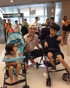 spotted at the Airport in Daegu ❤️🐼 So Cute! Baby with kids 😍😍 credit: Vip Bigbang, Daesung, Live Picture, G Dragon, Airport Style, Yg Entertainment, Kpop Groups, Bts Boys, Children