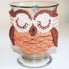 Crochet Owl mug cozy Crochet Coffee Cozy, Crochet Cozy, Crochet Owls, Crochet Gifts, Owl Patterns, Crochet Patterns, Coffee Cozy Pattern, Owl Coffee, Owl Mug