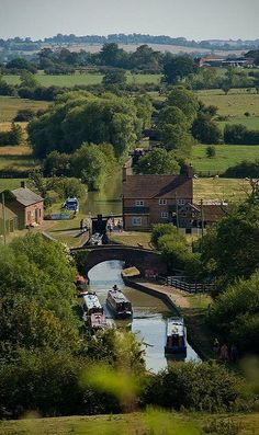 England Travel Inspiration - Oxford canal, Napton On The Hill, Warwickshire, England