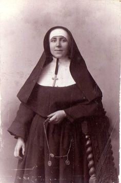 Daughters Of Charity, Nuns Habits, Her Brother, Roman Catholic, Christians, Vintage Photography, Kind, Altar, Countries