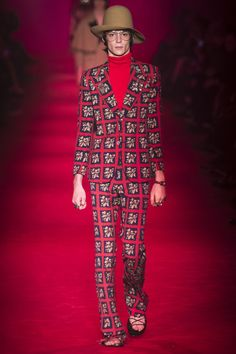 See the complete Gucci Fall 2016 Menswear collection.