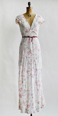 vintage 1930s white rayon floral print nightgown | Drifting Vervain Slip #30svintage #vintagelingerie