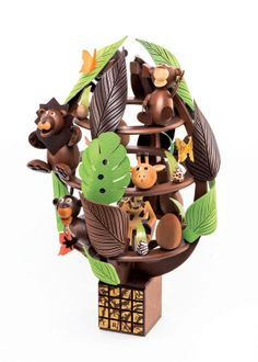 lenotre oeuf little safari Chocolate Work, Chocolate Heaven, Easter Chocolate, Biscuit Coco, Chocolates, Chocolate Showpiece, Lenotre, Food Sculpture, Chocolate Decorations