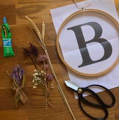 Homemade dried flowers – Happy as a bee in 2020 (With images) Wedding Hall Decorations, Christmas Decorations, Fleurs Diy, Christmas Flowers, Diy Christmas, Colorful Roses, Floating Candles, Wedding Cake Toppers, Dried Flowers