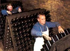 The Sommelier Update: Sparkling Wine Production Vintage Champagne, Ice Baths, Dom Perignon, Wine Education, Champagne Bottles, Los Angeles Homes, Sparkling Wine, Wine Making, Wine Pairings