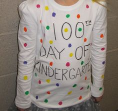 100 days of school shirts. So Stinkin' Cute! Almanza Saucedaónica Sartori Aldaba Eriksson Eriksson Smolinski let's make some shirts for our kiddos! 100 Day Of School Project, 100 Days Of School, School Holidays, School Fun, School Projects, School Parties, School Stuff, 100 Day Shirt Ideas, Kindergarten Shirts