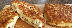 Cauliflower Toast & Cheese - This Cauliflower Cheese Toastie Recipe Is Super Easy, Low-Carb, Gluten-Free and Makes Healthy Cheese Toasties Banting Recipes, Low Carb Recipes, Vegetarian Recipes, Keto Cheese, Cheese Recipes, Cheese Toasties, Toast Sandwich, Cauliflower Cheese, Keto Meal Plan