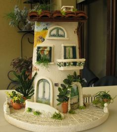 Casetta con murales Clay Houses, Ceramic Houses, Miniature Houses, Fairy Tree Houses, Fairy Garden Houses, Smurf House, Tile Crafts, Recycling, Clay Tiles