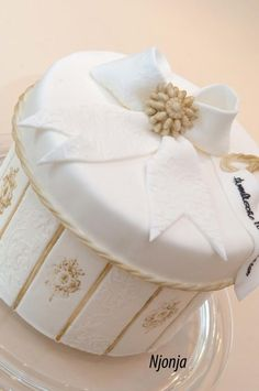 White Golden Christmas Gift Box Cake - Cake by Njonja