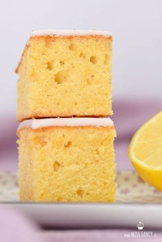 Juicy and fluffy lemon cake. A basic recipe from batter with fresh organic lemon wonderful taste. Recipe from Missfancy.de The post Juicy lemon cake from the tin appeared first on Dessert Factory. Pound Cake Recipes, Easy Cake Recipes, Dessert Recipes, Cupcake Recipes, Crockpot Recipes, Keto Recipes, Healthy Recipes, Potato Crisps, Gateaux Cake