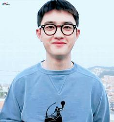 Kyungmin,que com passar do tempo seu nome é mudado para Kyungsoo, é b… # Fanfic # amreading # books # wattpad Kaisoo, Baekhyun Chanyeol, Exo Ot12, Chanbaek, Wattpad, Two Worlds, Exo Official, Exo Lockscreen, Exo Korean