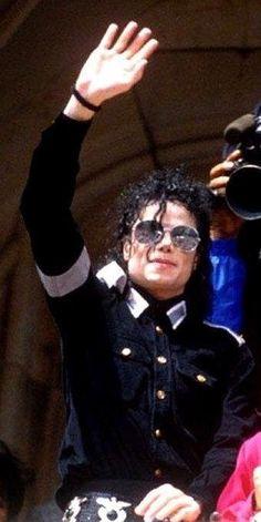 You give me butterflies inside Michael. Michael Jackson Wallpaper, Michael Jackson Art, Linkin Park, Elvis Presley, Beatles, Jackson Music, Jackson Bad, Jackson Family, Janet Jackson