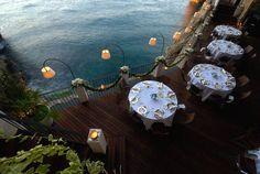 Restaurant Built Inside a Sea Cave Offering a Breathtaking View – Fubiz Media