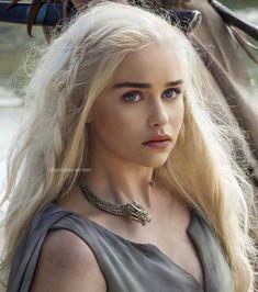 Emilia Clarke - being adorable at a Terminator Genisys press conf - healthy recipes Emilia Clarke Daenerys Targaryen, Game Of Throne Daenerys, Game Of Thrones Khaleesi, Queen Of Dragons, Mother Of Dragons, Deanerys Targaryen, Arte Game Of Thrones, Khaleesi Hair, Kdrama
