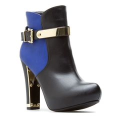 Showcasing modern metallic accents, The Editor from Shoedazzle is certainly on-trend for the season!