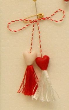 Replace w beads? Baba Marta, International Craft, 8 Martie, Diy And Crafts, Projects To Try, March, Romania, Traditional, Christmas Ornaments