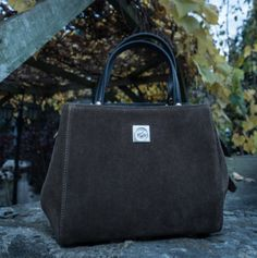 """Die kleine """"must have"""" in jedem Kleiderschrank! Fashion Accessories, Kate Spade, Bags, Suede Fabric, Armoire, Handbags, Dime Bags, Totes, Hand Bags"""