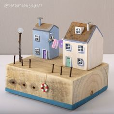 Made Wooden Crafts Handmade wooden houses Woodworking Projects Diy, Diy Craft Projects, Wood Projects, Small Wooden House, Wooden Houses, Driftwood Crafts, Wooden Crafts, Cute Little Houses, Beach Crafts
