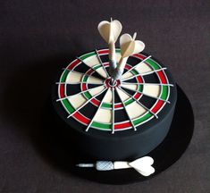 Dart Board cake with handmade fondant darts and dart board - Cakes by Lou Dartscheibe Torte mi Dartboard Cake, Fondant Cakes, Cupcake Cakes, Pool Table Cake, Sports Themed Cakes, Dad Cake, Dad Birthday Cakes, Cake Templates, Sport Cakes
