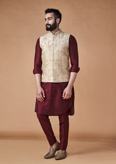 The Most Voguish Nehru Jacket Colors For All Grooms & Groomsmen Dusty Pink Outfits, Mint Green Outfits, Emerald Green Outfit, Lavender Outfit, Maroon Outfit, Men Dress Up, Kurta Men, Nehru Jackets, Indian Men Fashion