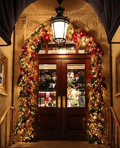 Door decorations, wow, I love this door and can only imagine what the house looks like!  #christmas